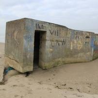 Premier blockhaus que j'ai vu partant à la dérive. celui-ci n'a certainement pas glissé vers la mer. L'eau gagne du terrain.