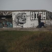 Jonchée dans la Dune Dewulf, la batterie de Leffrinckoucke attire toutes sortes d'artistes : grafeurs, photographes de charme et autres équilibristes prenant les coupoles de béton pour des éthylotests.