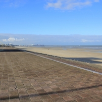 La digue de la plage de Leffrinckoucke, vue à partir de l'est