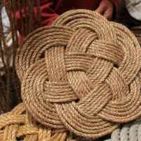 Le fameux noeud de piton protège le pont du choc de poulies