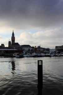 Le beffroi de l'Hôtel de ville de Dunkerque, à partir du Quai des Anglais.