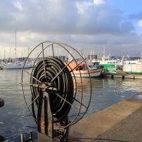 Il reste un port de pêche artisanale au Grand large. La flotille compte 18 bateaux (plutôt des lileyeurs), auxquels s'ajoutent 6 embarcations pour l'élevage des moules sur corde, sur les bancs à 5 Km au large de de Zuydcoote.