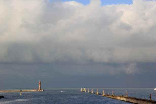 Le chenal du port de Dunkerque, par où passent tous les bateaux (sauf ceux du Port Ouest).