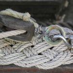 La baderne, comme le noeud de piton, prévient les chocs