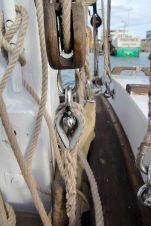 Le cordage épissé est muni d'une cosse pour éviter l'usure du cordage.