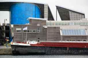 L'université du littoral cotoie le Bassin du Freycinet et son activité portuaire.