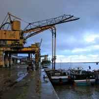 Le déchargement des barges