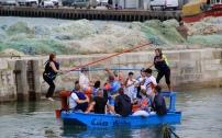 Pendant les fêtes de la mer, face au Courgain, des équipes s'affrontent en une joute amicale.