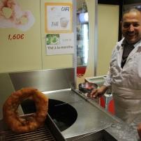 Un autre institution : le beignet tunisien, juste à côté.