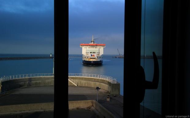 Fenêtre ouverte sur l'avant port, à partir de la cellule de crise