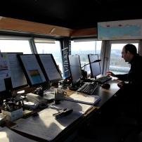 Jean-François D, officier de port, chef de quart et d'orchestre dans toute la zone portuaire sera en vigie pendant 12 heures de suite . Répondant à tout mouvement ou problème constaté dans la zone portuaire, il sera appelé par tous les navires circulant. Il organisera les équipes en cas de problème. Il supervisera jusqu'à 4 mouvements simultanés de ferrys.