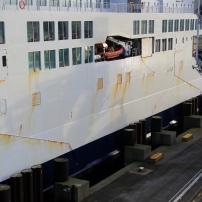 Les ferrys sont maintenant tous équipés d'une ceinture que l'on distingue en bas de la coque. Cet équipement a facilité les opérations d'accostage.