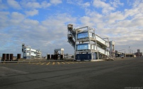 Les passerelles piétons s'étagent sur deux hauteurs pour s'adapter aux différentes tailles des navires