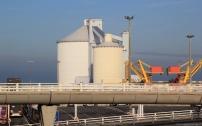 Ce silo à sucre, financé par la CCI pour des transitaires et proche des infrastructures d'embarquement, n'est plus en fonction aujourd'hui.